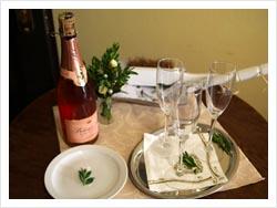 Svatební hostina v krčmě na 15. poledníku